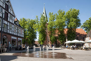 Bad Bevensen - Image: Der Marktplatz in Bad Bevensen mit Blick auf die Dreikoenigskirche
