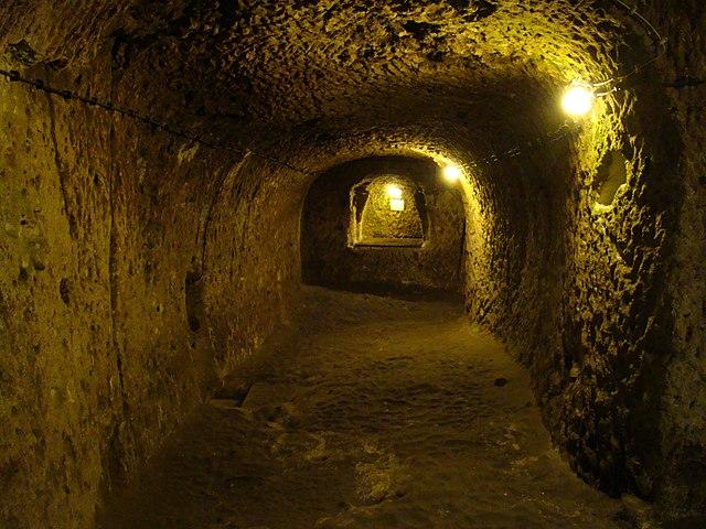 Túneles de la ciudad subterránea de Derinkuyu, Cappadocia