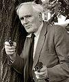 Desmond Llewelyn 01-2.jpg