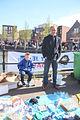 Dominee P Both met zijn spulletjes koningsdag 2015 Spijkenisse.jpg