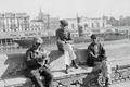 ETH-BIB-Drei Männer am Ufer des Guadalquivir in Sevilla-Nordafrikaflug 1932-LBS MH02-13-0504.tif