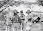 ETH-BIB-Passagiere im Camp Serengeti-Kilimanjaroflug 1929-30-LBS MH02-07-0319.tif