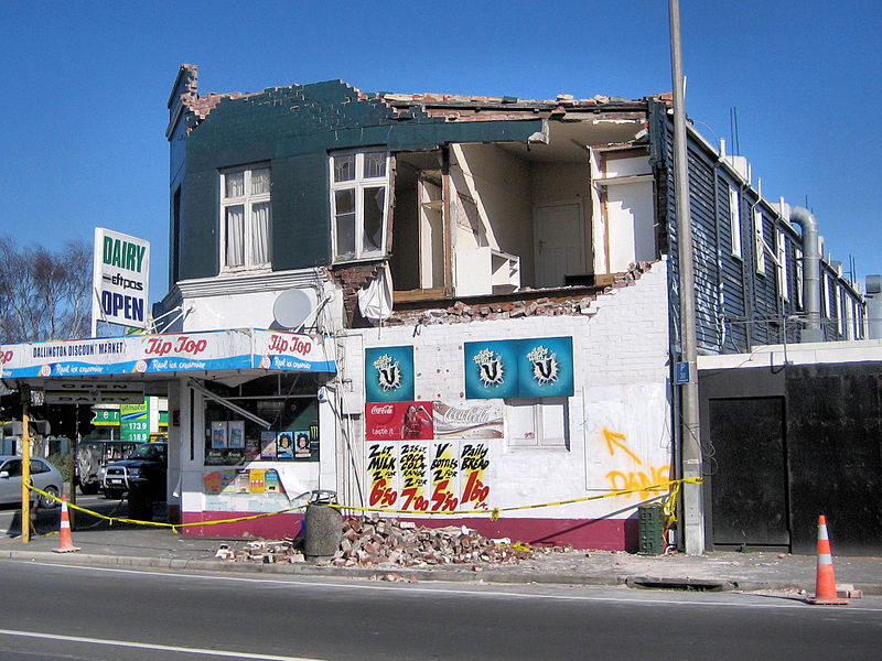 Datei:Earthquake damage - dairy.jpg