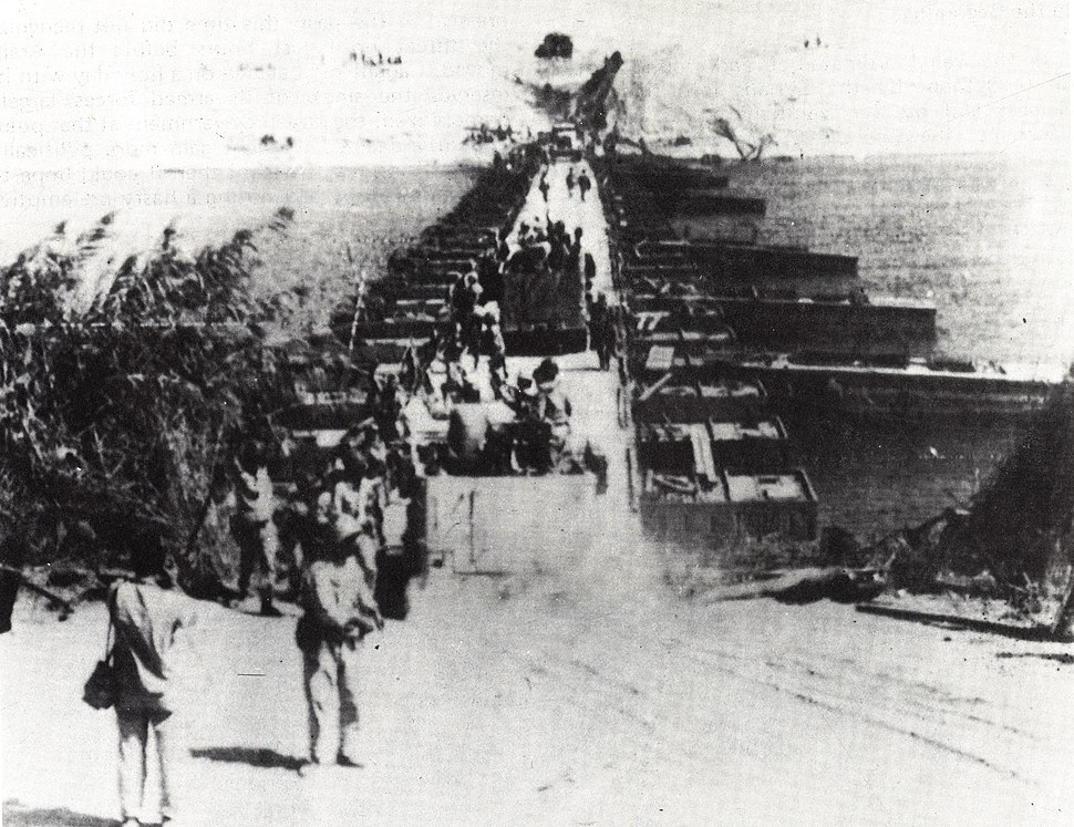 Egyptians Crossing Suez Canal - Flickr - The Central Intelligence Agency