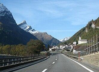 A13 motorway (Switzerland) - The A13 as an Autostrasse, passing Splügen.