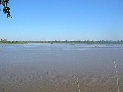 Encuentro de los ríos Mamoré y Beni desde Brasil.jpg