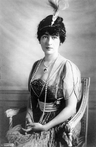Evalyn Walsh McLean - Portrait of Evalyn Walsh McLean (1914), wearing the Hope Diamond