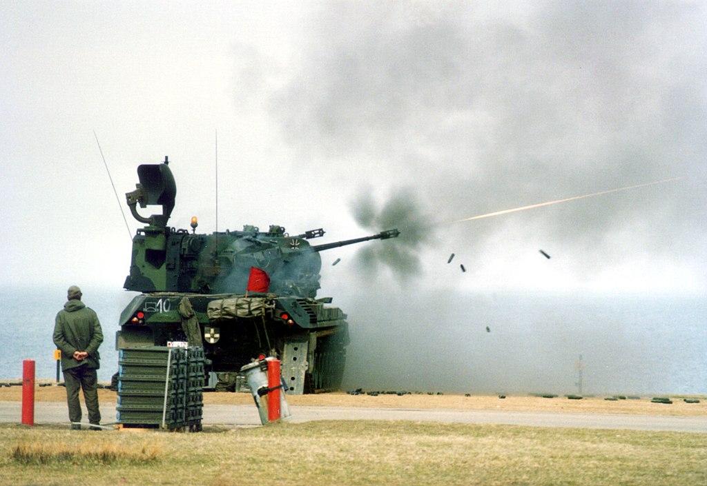 على الطريقة الألمانية- بعض تكتيكات الدفاع الجوي الحديث 1024px-FLAK-Panzer_Gepard_%C3%9Cbungsschie%C3%9Fen_Todendorf_1987