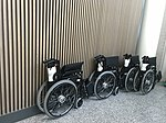 Fauteuils roulants à l'aéroport d'Olbia.JPG