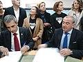 Fernando Suárez Barcia e Darío Campos Conde asinando a petición do PIA para a residencia de maiores de Ribadeo.jpg