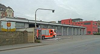 Fire station - Image: Feuerwache 40 Osthafen 2013 Ffm 524