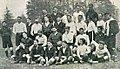 Finale du championnat de France de rugby 1904, le SBUC victorieux en blanc, et le Stade français en foncé.jpg