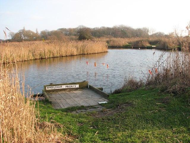 Fishing platform - geograph.org.uk - 1096040