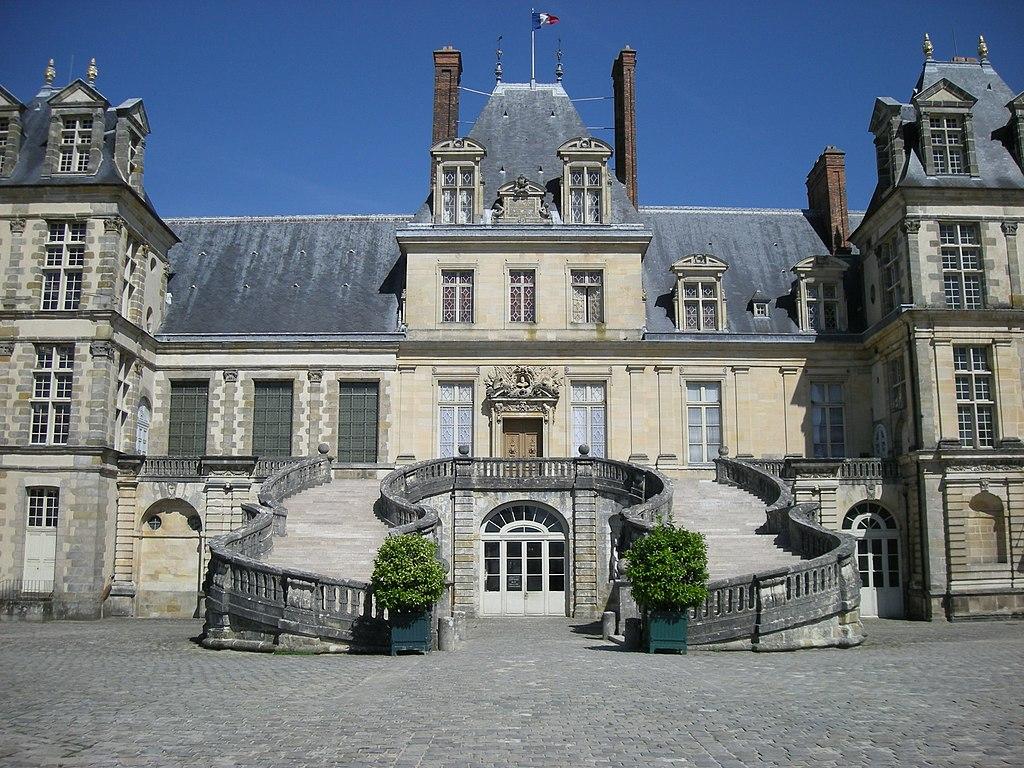 Fontainebleau Castle (2735351636)