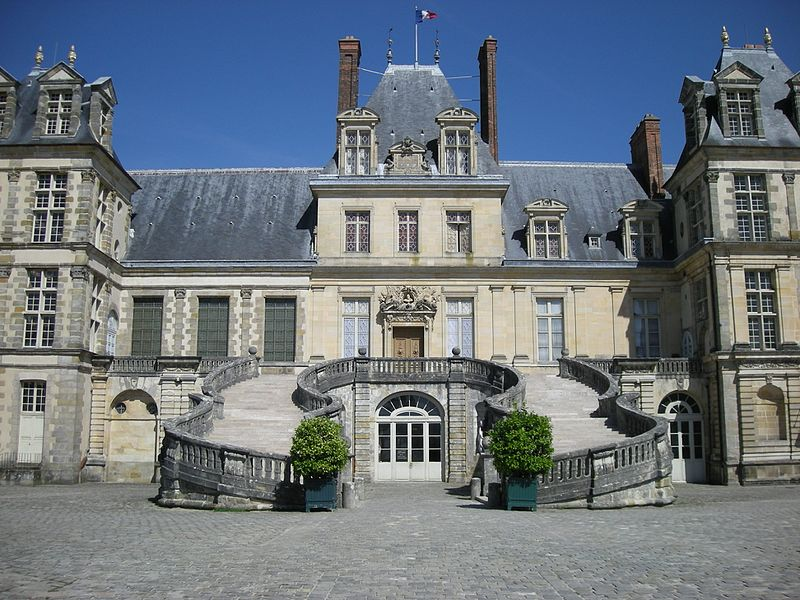File:Fontainebleau Castle (2735351636).jpg