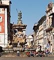 Fontana del Nettuno e via Belenzani 2.jpg