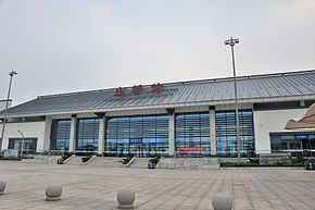 Front view of Zhuangqiao Railway Station.jpg