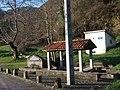 Fuente en Avalle ( Parres ) , Asturias. - panoramio.jpg