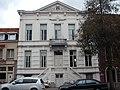 Gemeentehuis, neoclassicistisch dubbelhuis.jpg