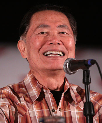 English: George Takei at the 2011 Phoenix Comi...