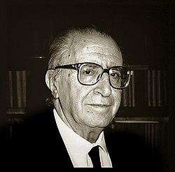 Giovanni Pugliese Carratelli - foto di Augusto De Luca.jpg