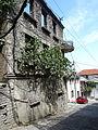 Gjirokastër - Laboviti-Straße 3e Verfallenes Haus.jpg