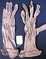 Glove, women's (AM 565074-1).jpg