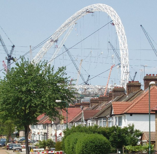 File:Grove Way, Tokyngton, with Wembley Arch behind - geograph.org.uk - 16169.jpg