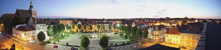 English: Zwyciestwa Square (eng. Victory's Square) by night Polski: Plac Zwyciestwa nocą