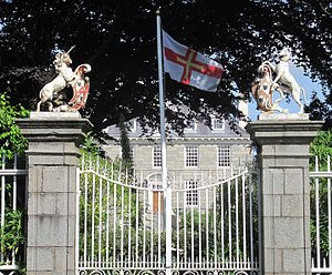 Sausmarez Manor - The gates of the Manor with their heraldic devices