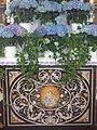 Hausen am Bussen Pfarrkirche Seitenaltar Scagliola.jpg