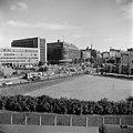 Helsinki 1958, Mannerheimintie 9. Mannerheiminaukio 1. Pikkuparlamentin puisto. - N210334 - hkm.HKMS000005-000001wd.jpg