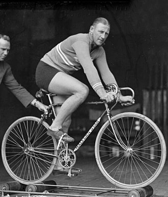 Bobby Pearce (rower) - Pearce training on a bicycle in 1930