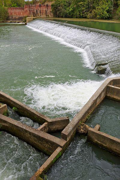 Passe à poissons sur l'Hers-Vif, juste avant sa confluence avec l'Ariège, à Cintegabelle.