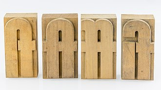 Typographic ligature - Wooden movable types with ligatures (from right to left) fi, ff, ft, fl; in 20 Cicero = 240 Didot points ≈ 90.2328 mm