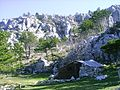 Horska chata pod vrcholem Omiske Dinary.jpg