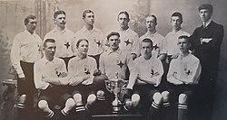 IFK Norrköpings första mästarlag 1904. Överst fr. v. Erik