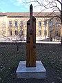 II. világháborús emlékoszlop és iskola, 2019 Rákosliget.jpg