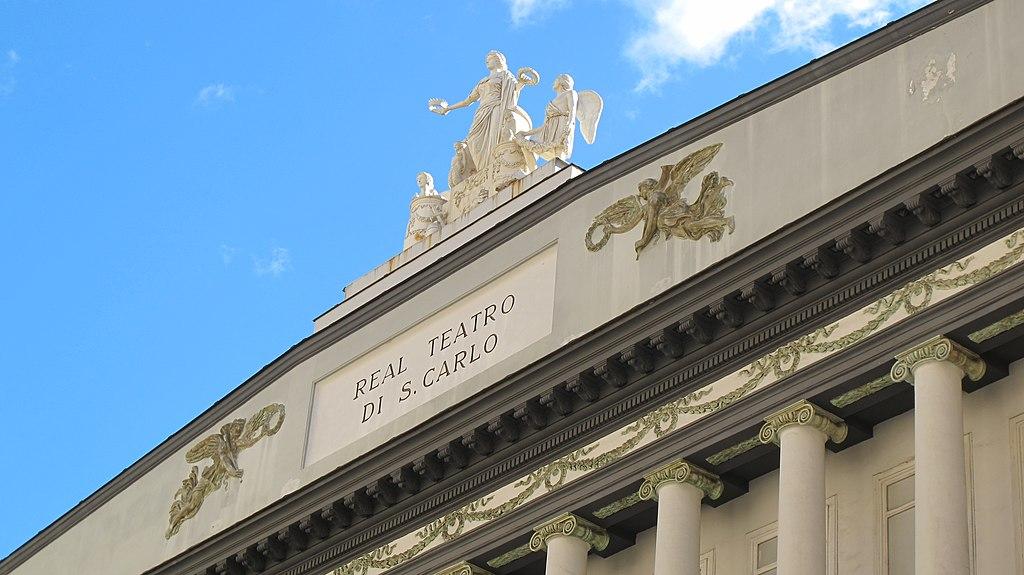 Façade de l'opéra San Carlo dans le quartier San Ferdinando à Naples - Photo de Pietro Scerrato
