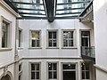 Innenhof des Palais Stutterheim mit Stadtbibliothek.jpg