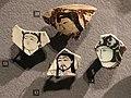 Iran o anatolia, frammento di piatto o mattonella con scena figurata, 1190-1210 ca. testine.JPG