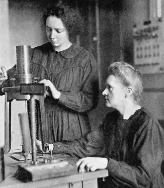 Irène Joliot-Curie - Irène and Marie Curie in 1925