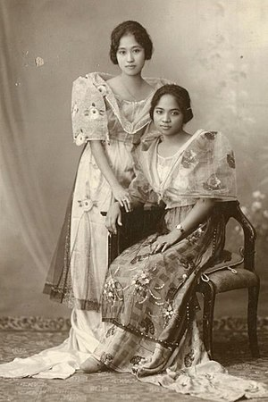 Japanese settlement in the Philippines - Japanese Filipina woman(Left) wearing Maria Clara gown
