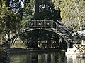 Jardin El Capricho-Iron bridge.jpg