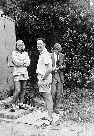 """Ruby Payne-Scott - With Alec Little (middle) and """"Chris"""" Christiansen at the Potts Hill Reservoir Division of Radiophysics field station in about 1948"""
