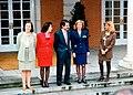 José María Aznar junto a las ministras de su Gobierno. Pool Moncloa. 7 de mayo de 1996.jpeg