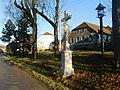 Kříž na návsi v Kameničce (Q104975724).jpg