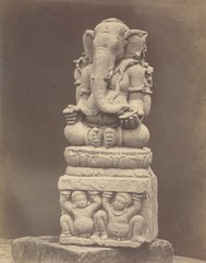 KITLV 87719 - Isidore van Kinsbergen - Sculpture of Ganesha from Tjandi Parikesit on the Dijeng plateau, moved to the Museum of the Batavian Society of Arts and Sciences in Batavia - Before 1900.tif