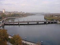 Donetsk içinden akan Kalmius Irmağı.