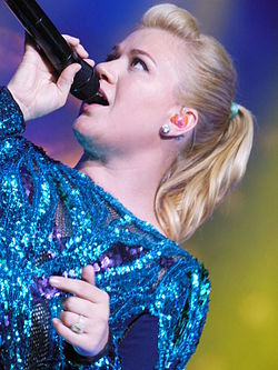 Kelly Clarkson 2013 Honda Civic Tour.JPG